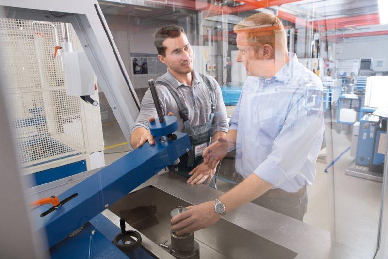 Človek nie je stroj – výrobný prostriedok