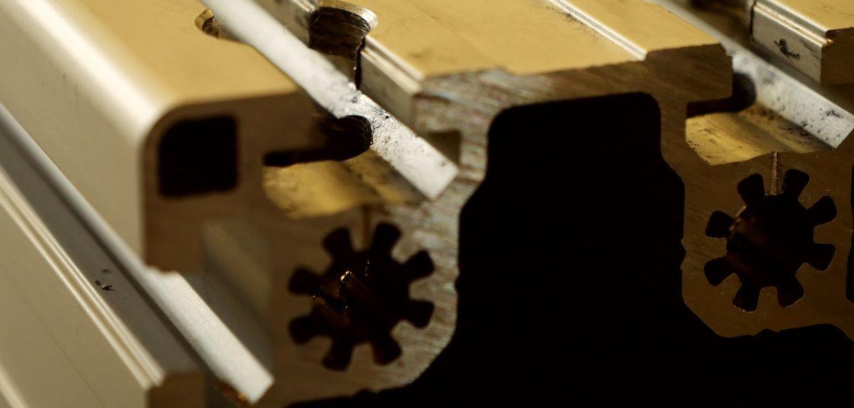 Stavebnicový systém hliníkových profilov